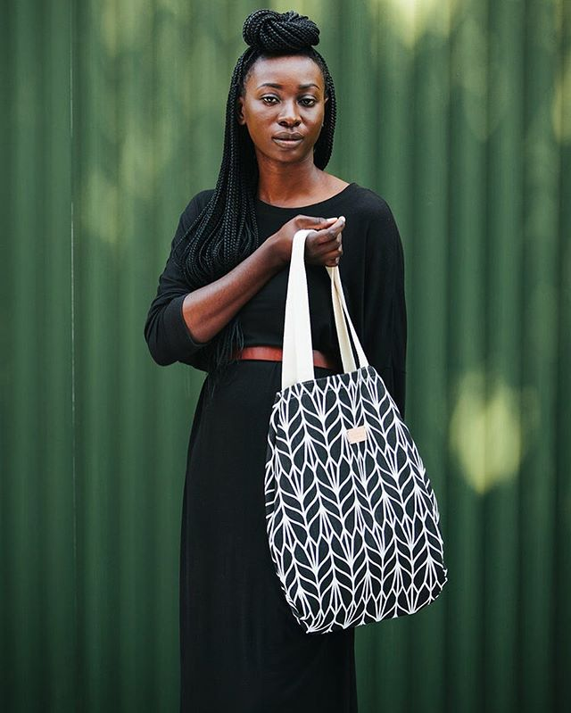 We love the Sami Tote, it comes in a variety of colors, is quite versatile, goes with any outfit and makes for the perfect gift ☺️.