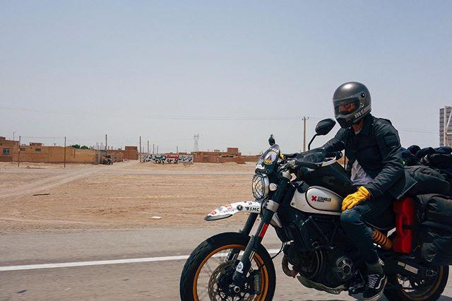 On the road somewhere between Yadz and Kerman, Iran. ⠀ ⠀ @scramblerducati @ducatiuk @movember @revit_official @revit_adventure⠀ ⠀