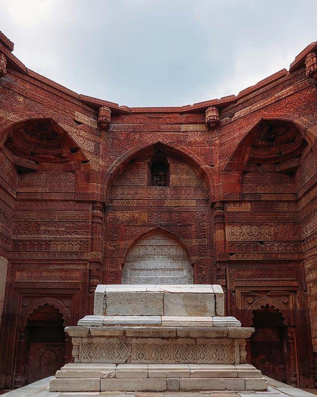 Tomb at Qutub Minar. An amazing archeological sight in Delhi. ⠀ ⠀ @scramblerducati @ducatiuk @movember @revit_official @revit_adventure⠀ ⠀