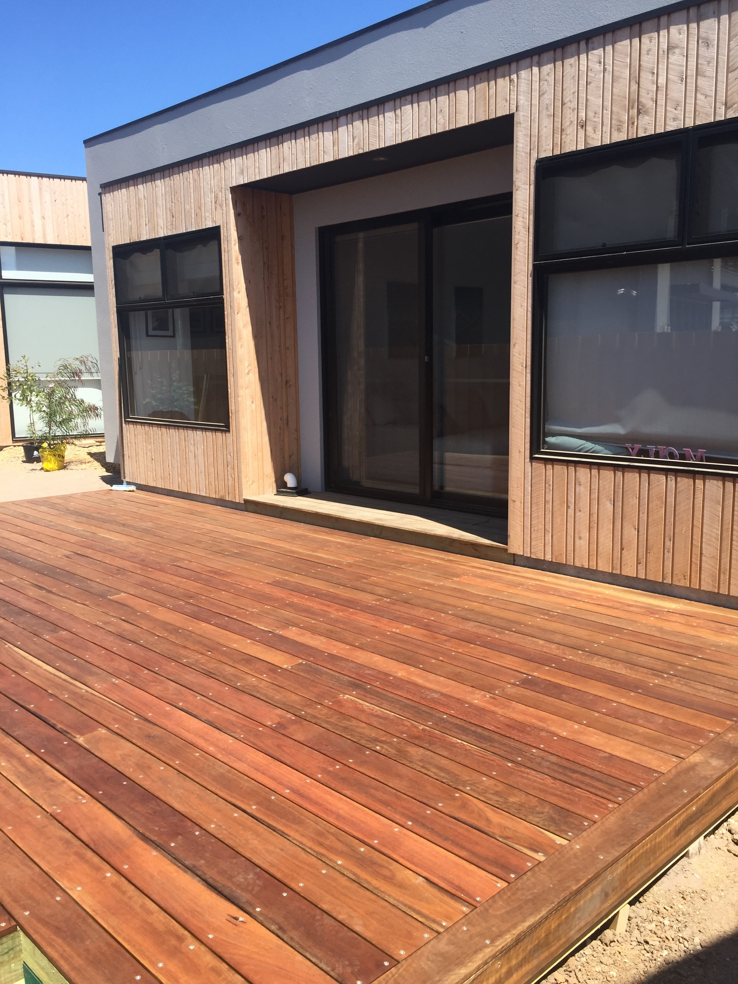 136x19mm Spotted gum decking