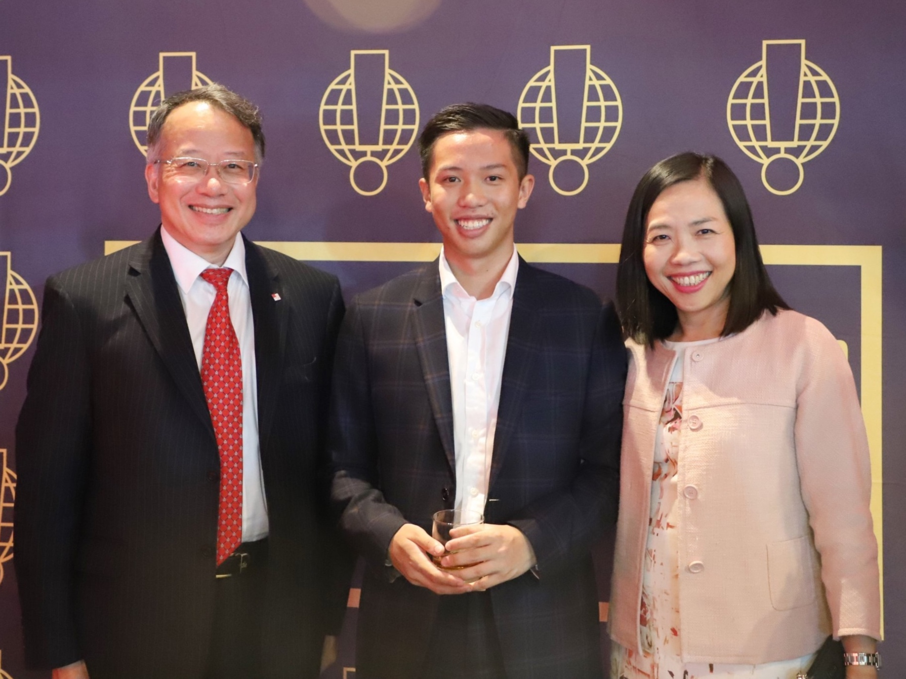 Founder and President Joseph Wan, and Director Jacqueline Lam with William Lo (Executive Director, Finance, Airport Authority Hong Kong)