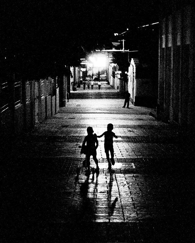 #leicam7 #summilux50 #kodak3200  #leicacamera #leicaphoto #leicam #leicacraft #passionleica #streetartphotography #streetphoto_bw #streetbw #streettogs #streetphotos #streetphoto #streetshots #streetphoto_bnw #streetphotograph #streetphotography_bw #monochromephotography #monochromelovers #monochromeart #blackandwhiteportrait #blackandwhitepic #blackandwhiteart #bw_shotz #bwphotography #bw_photography #bwoftheday