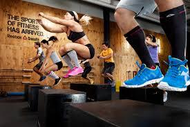 Perché CrossFit? - CrossFit è uno stile di vita caratterizzato da un esercizio efficace e sicuro e da una nutrizione perfetta.Puoi usare CrossFit per raggiungere i tuoi obiettivi, dal miglioramento della salute alla perdita di peso, fino al miglioramento delle prestazioni.CrossFit funziona per TUTTI,sia per chi non ha mai fatto sport che per chi ne fa da anni.