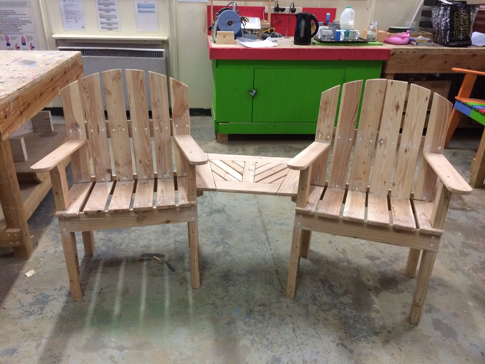 chair from pallets.JPG
