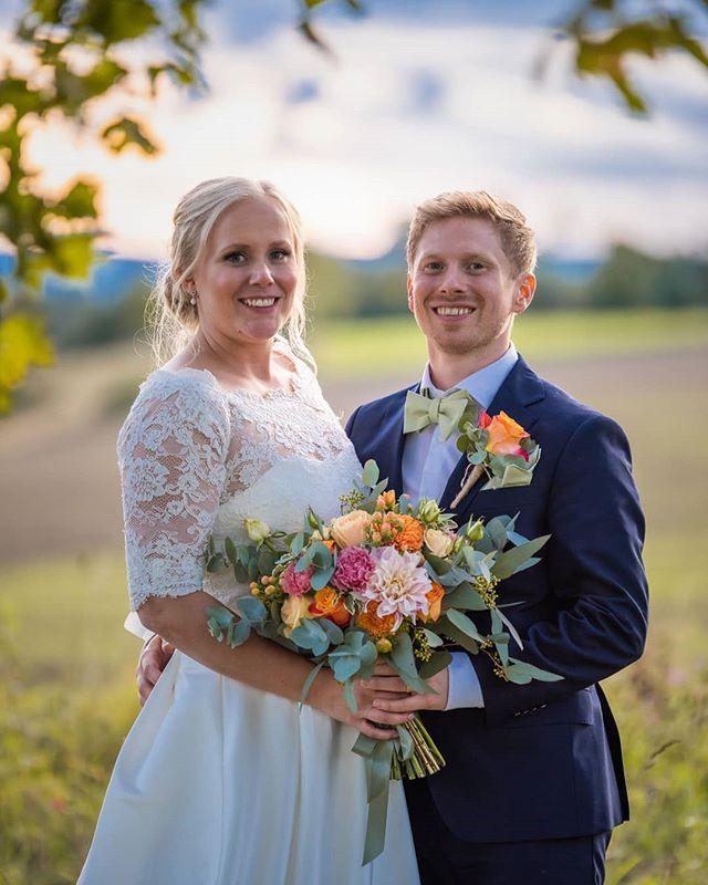 Linn och Kristofer. Idag är bara er dag. Och ingen förtjänar den som ni.. ❤️ . . . . . . . . . . . . . #wedding2019 #weddingday #dalabröllop #dalarna #bröllop #bröllopsdag #nygifta #brudpar #wife #Bride #groom #weddingphotographer #bröllopsfoto #bröllopsfotograf #EMAfoto #EMA #linnkristofer2019