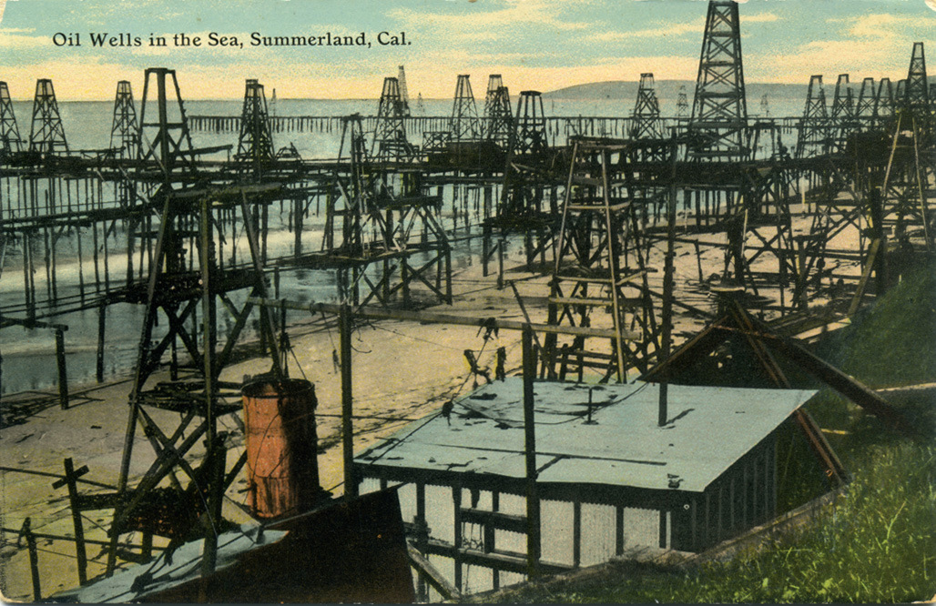 Oil_Wells_in_the_Sea_Summerland_Cal.jpg