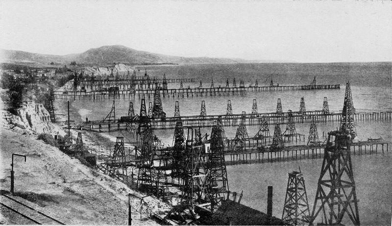 800px-Oil_wells_just_offshore_at_Summerland_California_c.1915.jpg