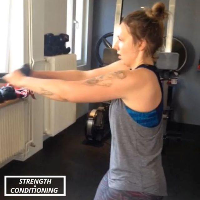 Kurzer Arbeitsnachweis von letztem Sonntag. Diesen Sonntag am 19.05. gibt es wieder Strength & Conditioning  bei HHometown Fitness! --- Noch schnell einen der letzten Plätze für Sonntag reservieren! Link in Bio. — Bei gutem Wetter draußen! — 🏋🏼♂️: Strength & Conditioning 🕙: 10:00-11:00 📍: HHometown Fitness 🎟: Anmeldung via Link in Bio (Probestunde kostenlos) — #health #fitness #fit #fitinhamburg #strengthandconditioning #hhometownfitness #fitnessaddict #fitspo #workout #bodybuilding #cardio #gym #train #training #health #healthy #instahealth #healthychoices #active #strong #motivation #ostern #determination #lifestyle #diet #getfit #cleaneating #eatclean #exercise