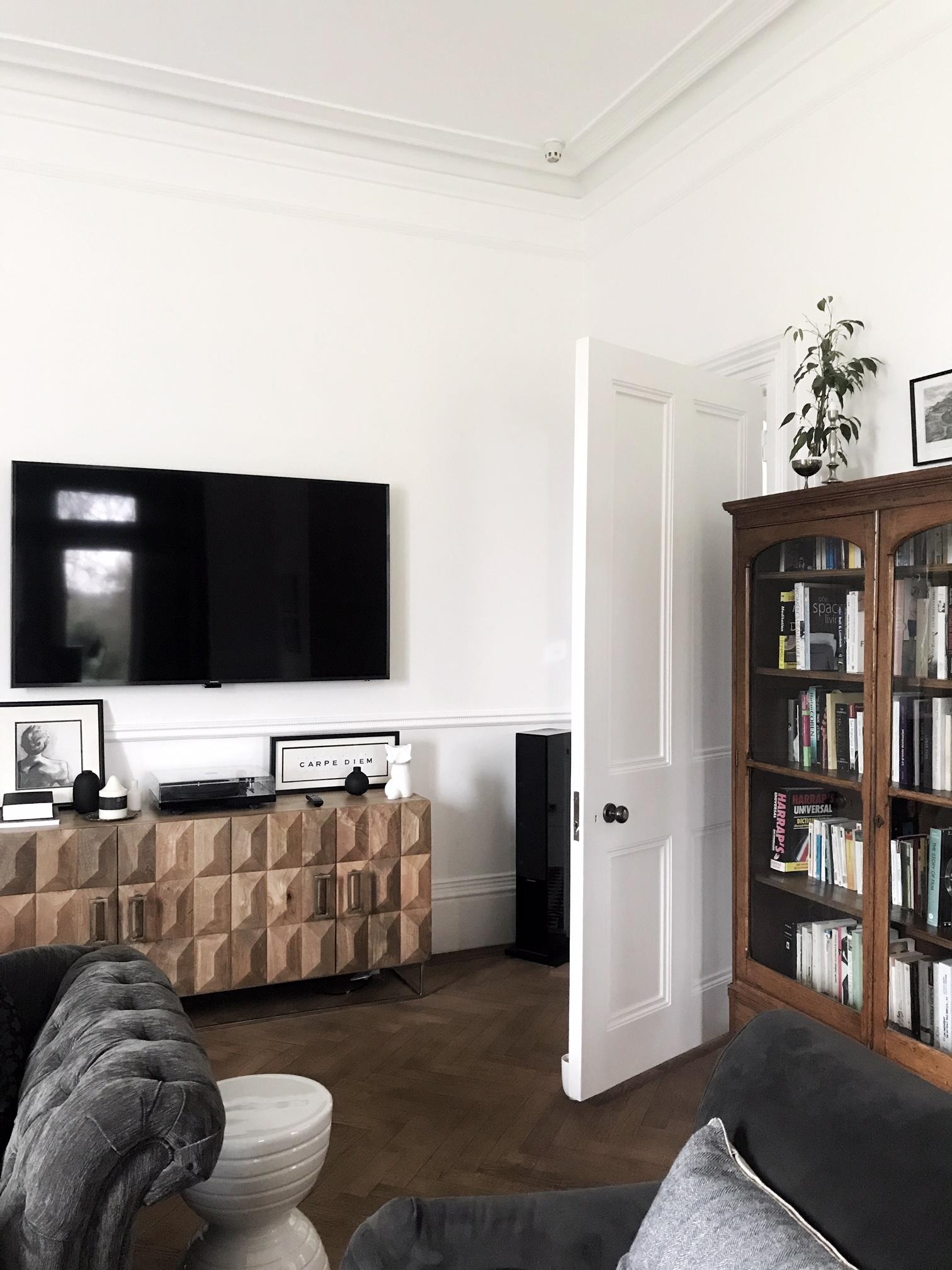 sitting room tv.JPG
