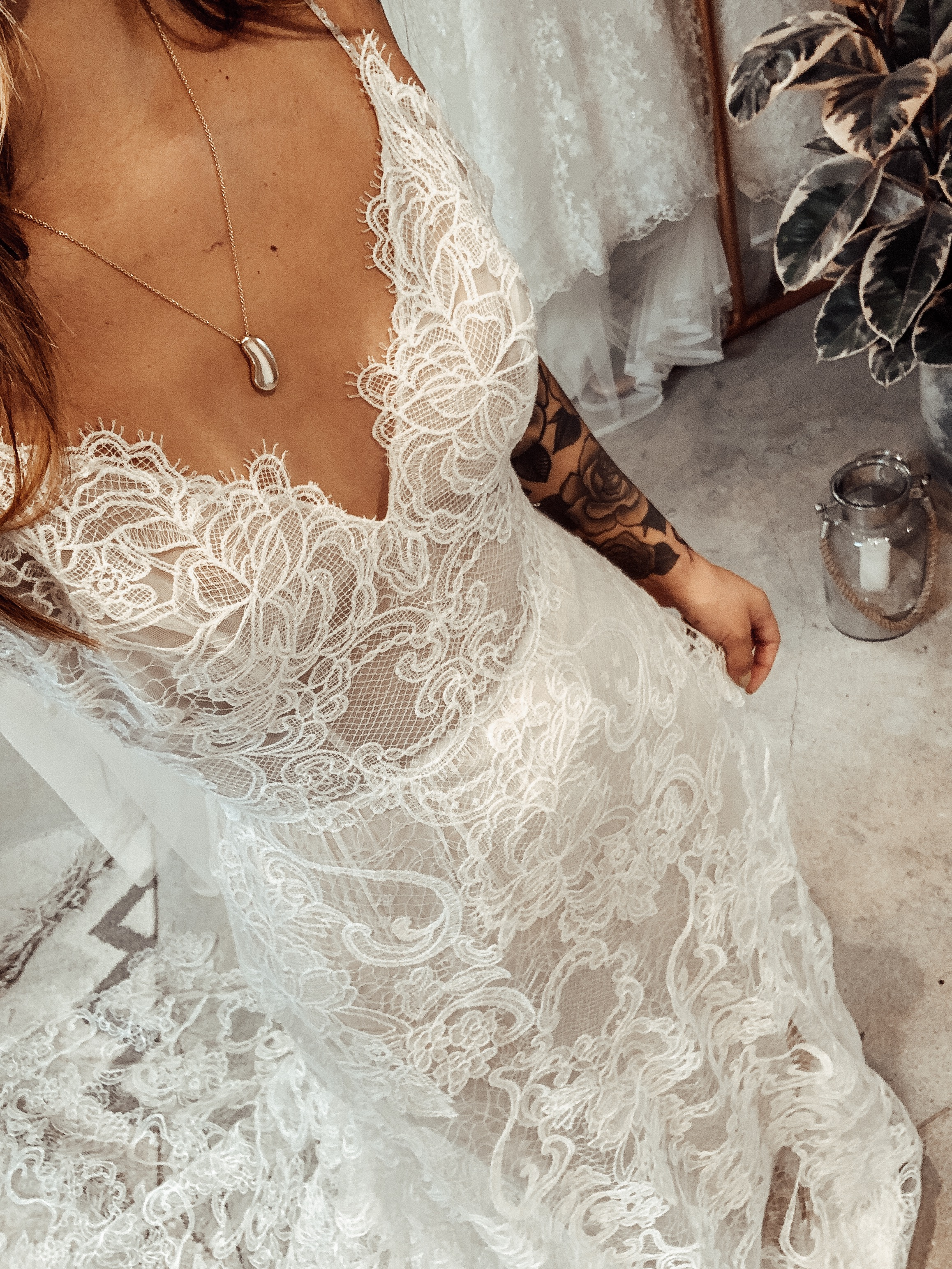 THE DELICATE LACEThis lace was on another level. So soft, so delicate and romantic. The perfect dress for a boho wedding. -