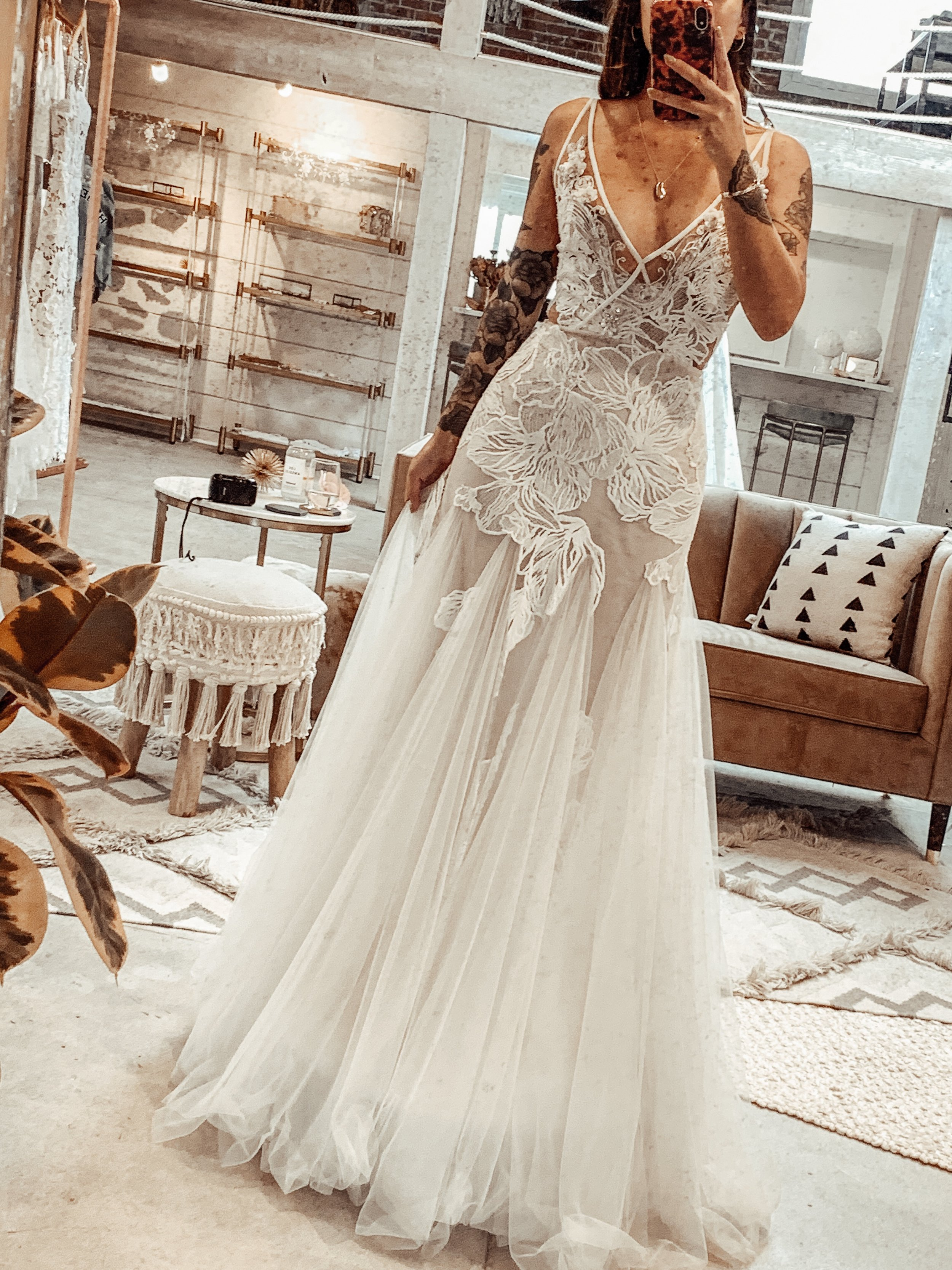 THE FLORAL MASTERPIECEThis beautiful dress was all covered by big floral lace pieces with a mermaid style skirt. It was so lightweight and comfortable to move around in. -