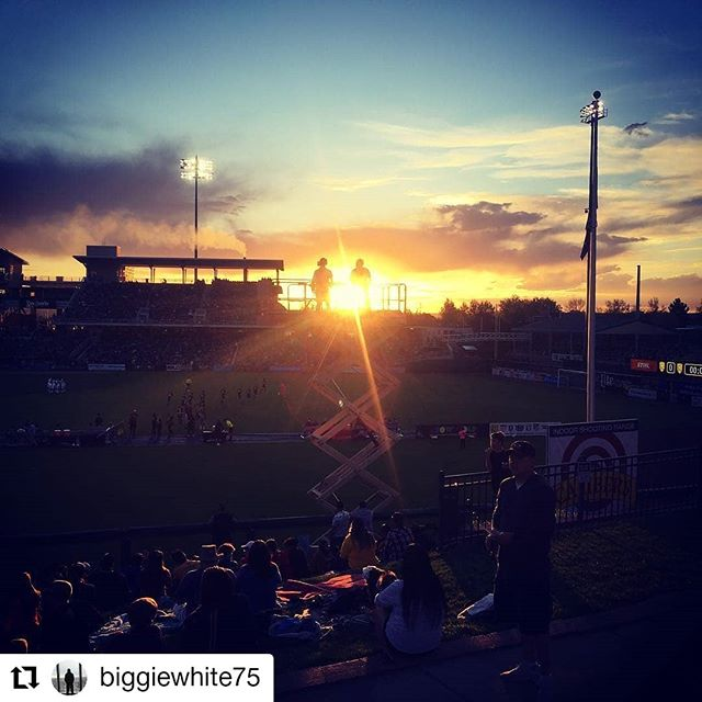 #Repost @biggiewhite75 • • • • • • Another day another game for the @windfireproductions crew, @lytleactually @tdawgie87_505  #usl #workinghard #sunset #newmexicotrue