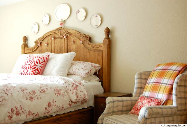 Christmas in the Bedroom via Cottage Magpie