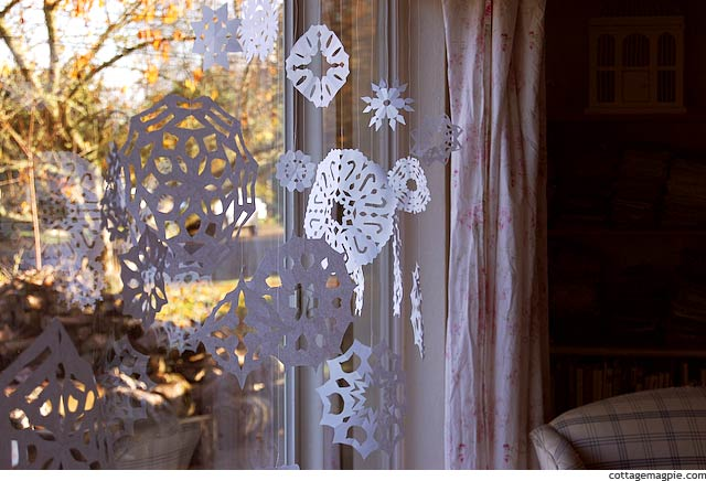 Christmas Parade Family Activities :: Paper Snowflakes