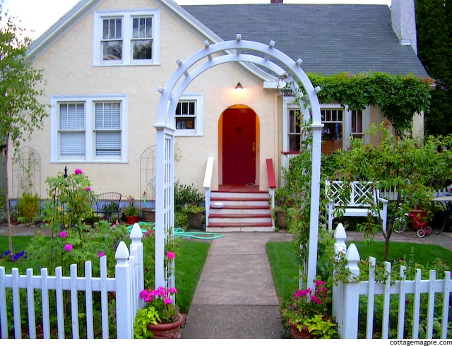 Cottage Classics White Picket Fence via cottagemagpie.com