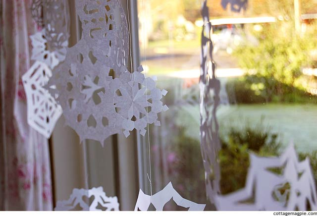How to Make Paper Snowflakes via Cottage Magpie