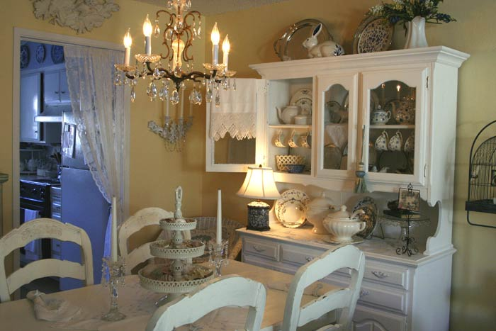 Pretty Yellow Dining Room