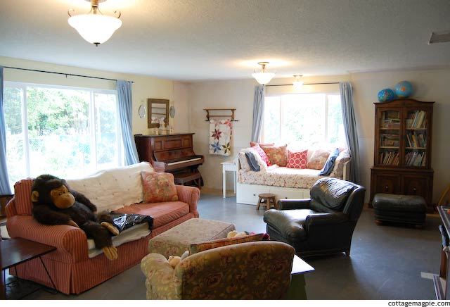 Big Family Room With Old Furniture