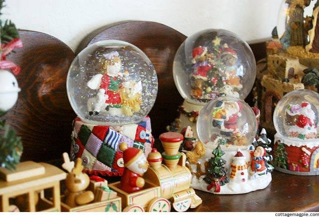 Snowing Christmas Snow Globe via Cottage Magpie