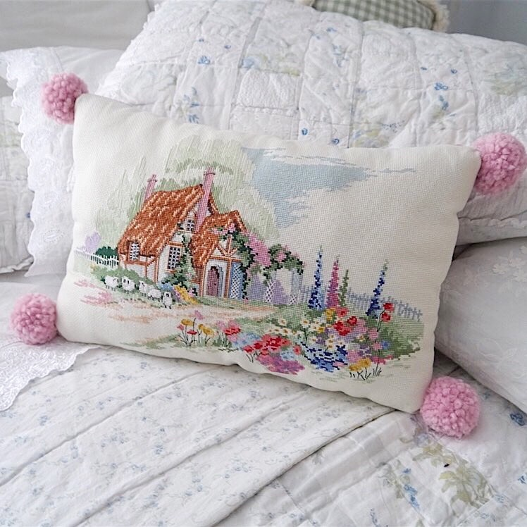 Pillow Society, Week 1 - @cynthiacranespottery - via www.cottagemagpie.com