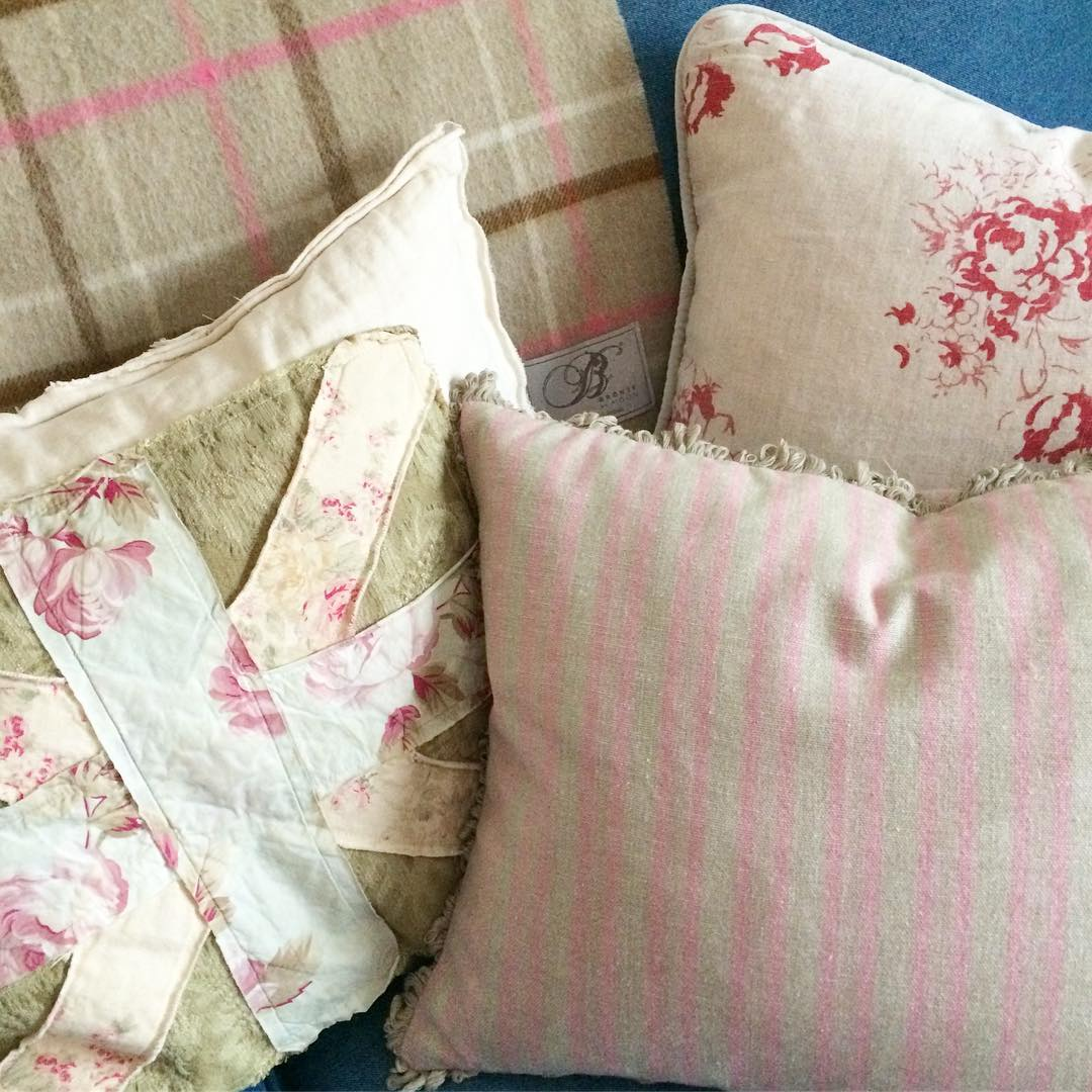 Pillow Society, Week 2 - @littlebritishcottageco - via www.cottagemagpie.com