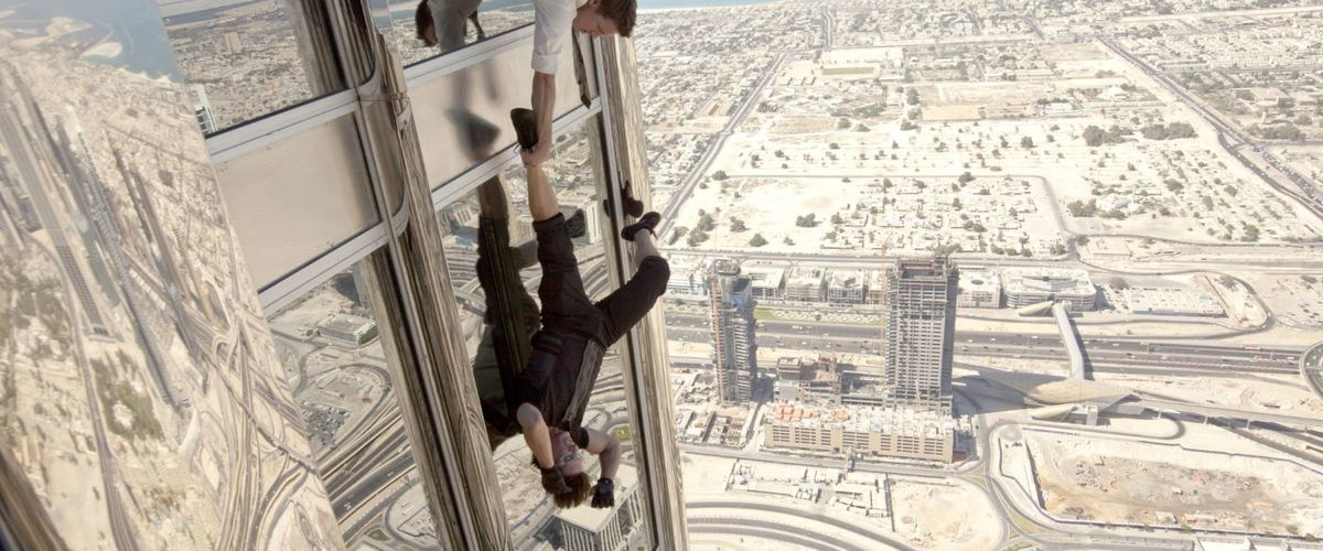 mission_impossible_ghost_protocol_climbing_scene_dangling.jpg