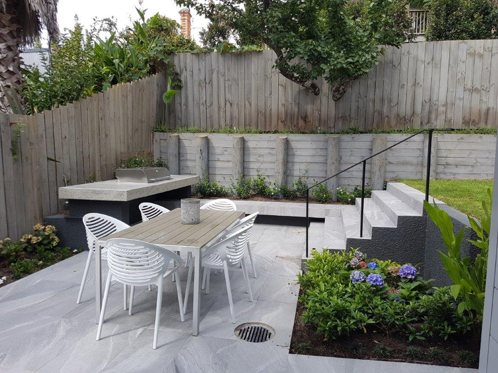 78 Lincoln BBQ Outdoor Dining Area.jpg