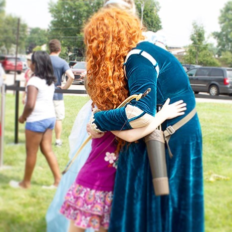 Big hugs for our Brave Warrior Princess 💕✨ • • • Sending a big thank you hug to @livoniapubliclibrarymi for having us at the Watermelon Drop this past Thursday!! Our princesses and superheroes had such a good time hanging out with the kids! • • • #crownsagainstcancer #hugs #bebrave #kiddos #princesses #nonprofit #501c3 #detroit #livonia #metrodetroit #community #watermelondrop #public #events #fightcancerspreadmagic