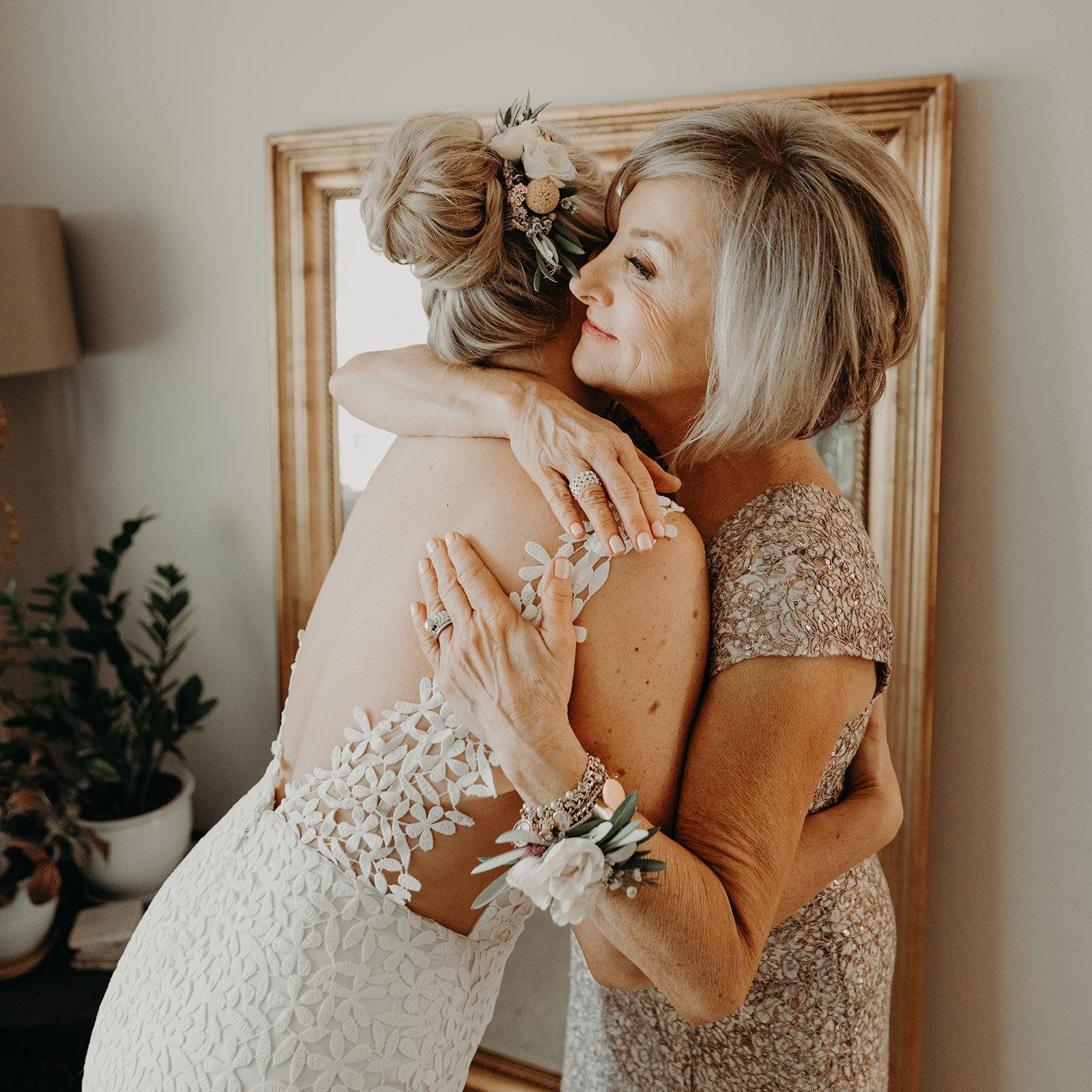 Colorful Downtown Portland Castaway Wedding - Bride Getting Ready (100 of 130)_websize.jpg