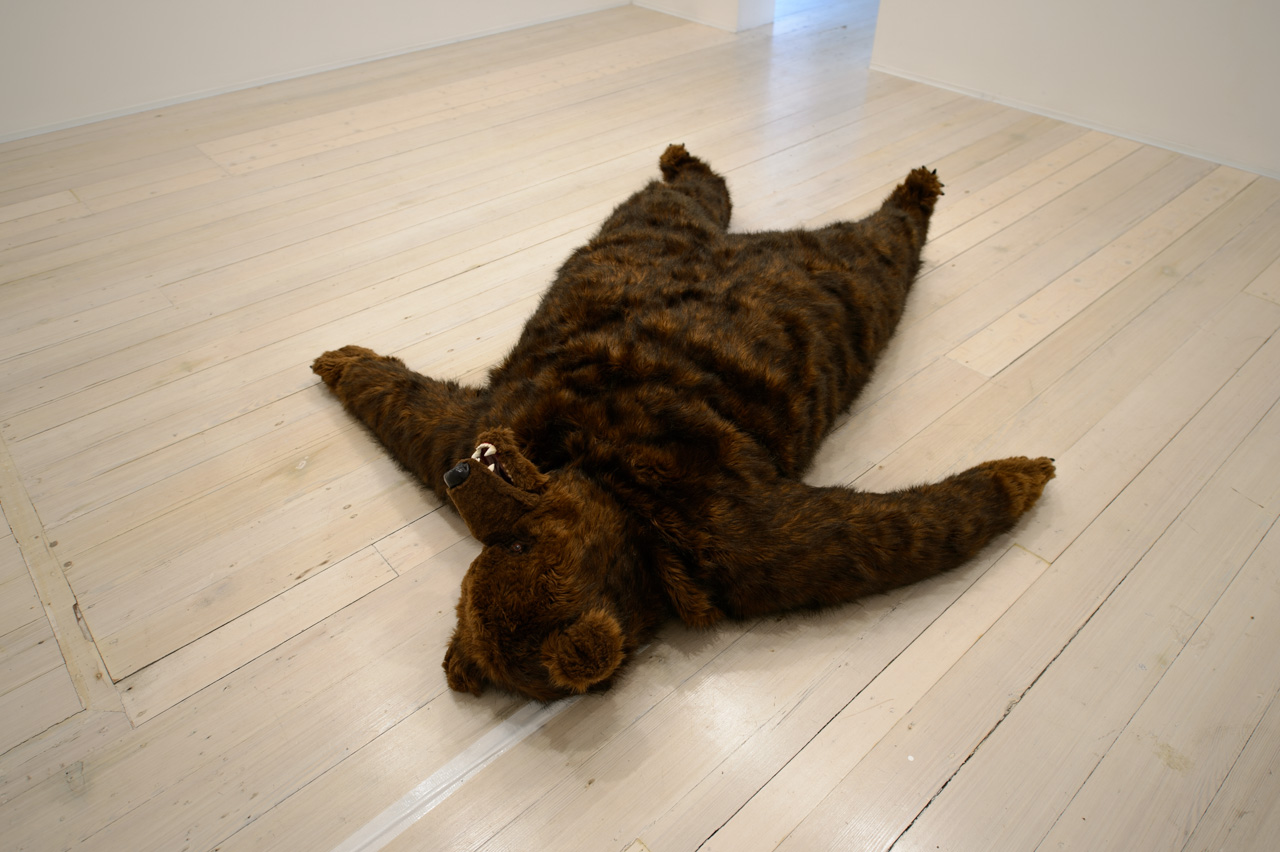DAVID LAWREY & JAKI MIDDLETON  The bear that wasn't  2013 timber, shape memory alloy, aluminium,steel, synthetic fur, polyester, plastic,polymer clay, acrylic paint 40 ×200 ×200 cm (installation dimensions variable)