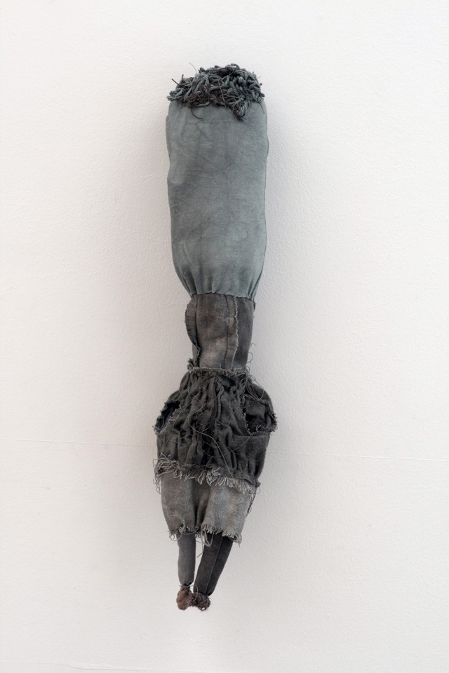 JADE PEGLER  Underplay  2015 44 ×12 ×8 cm