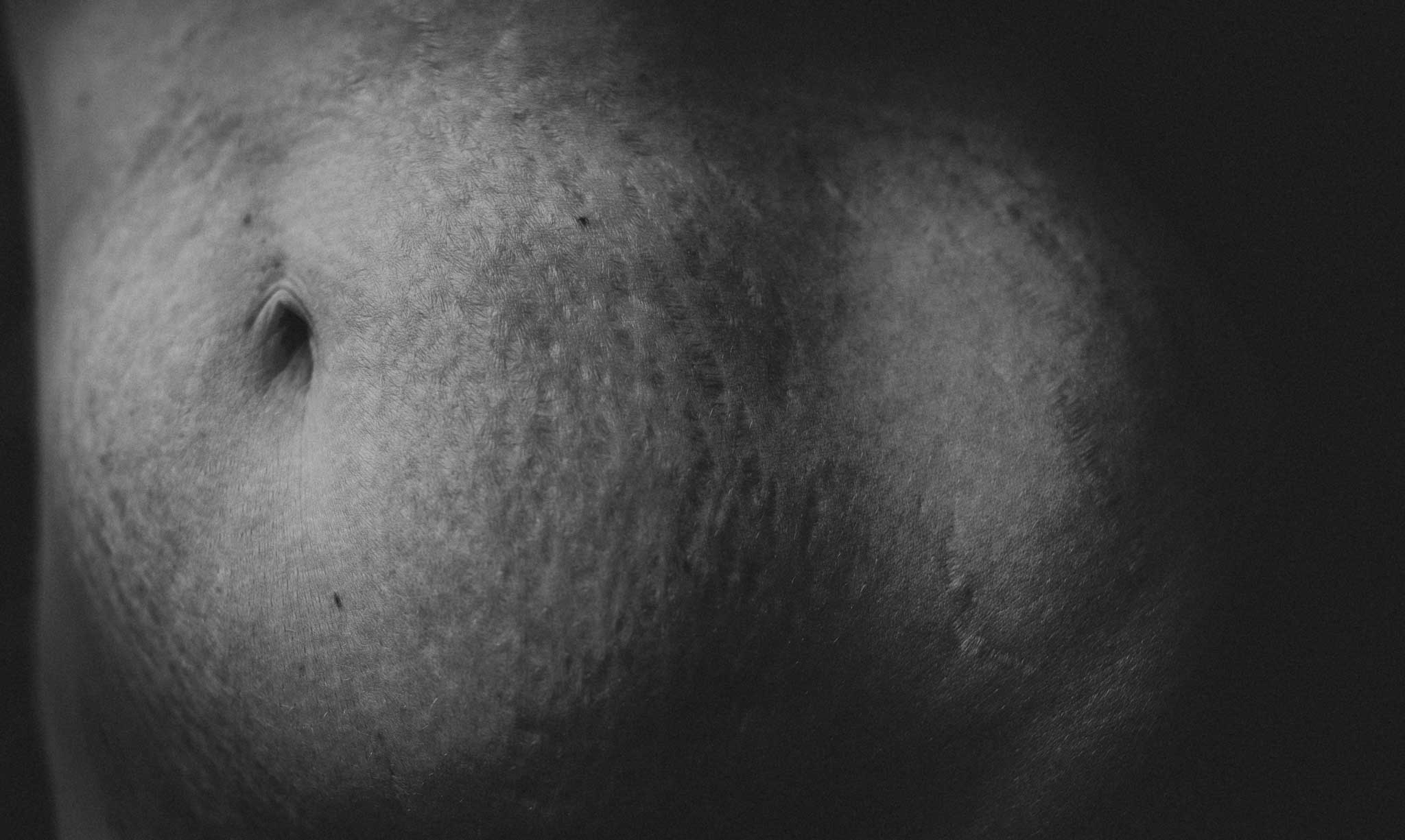 - I found I was constantly critising myself and my mothering body..for the lines that spread across my entire belly and hips,for my round soft tummy that separated and stretched during the first pregnancy, let alone the second and third,for the clothes that didn't fit 'right,'for my skin showing signs of being thirty year old skin instead of twenty year old skinand for my tired looking eyesAnd I realised that most other women I know are having those very same conversations with themselves.