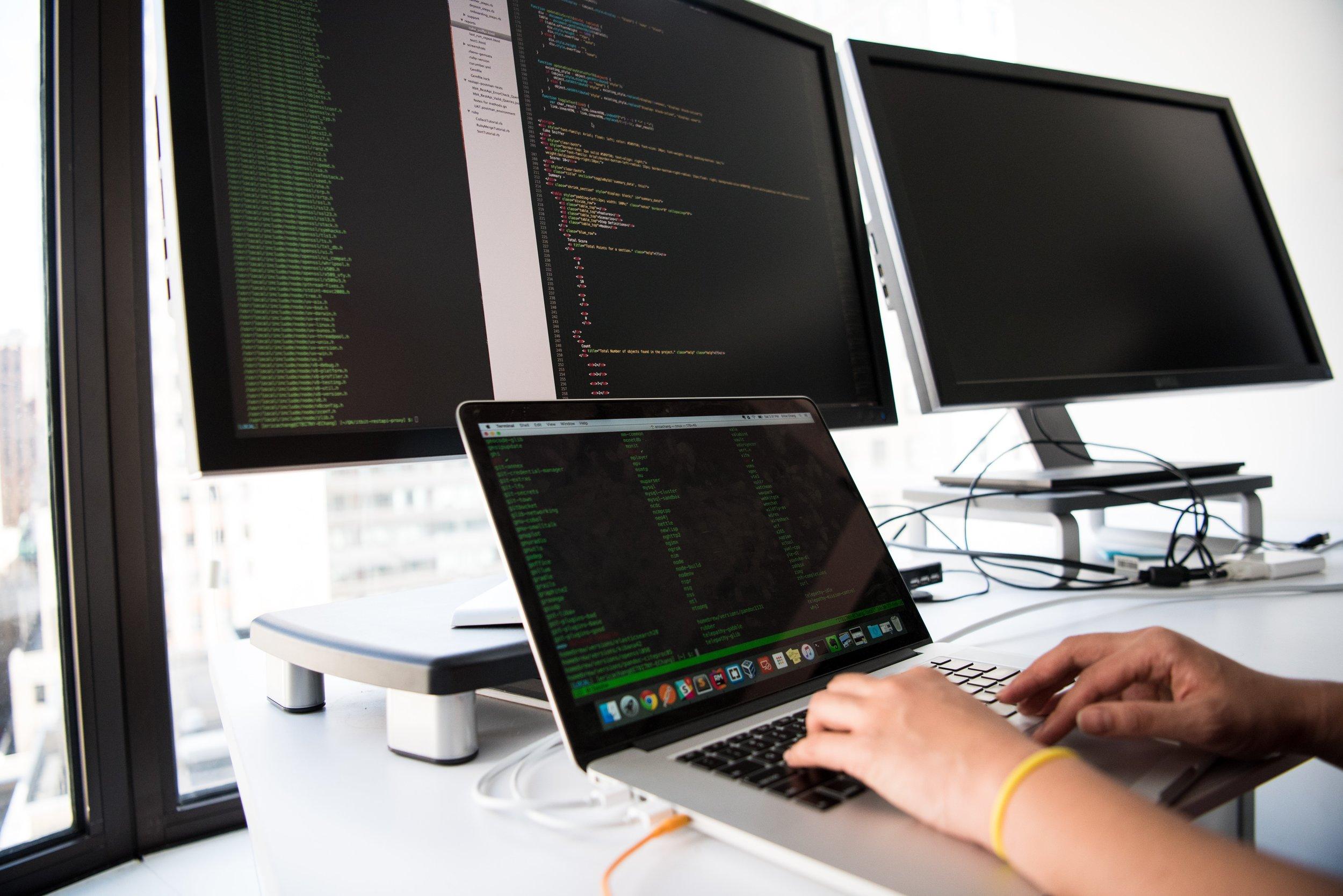 computer-connection-data-API-1181675.jpg
