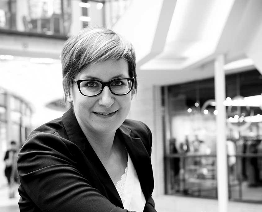 Leslie Cottenje - CEO Hello Customer