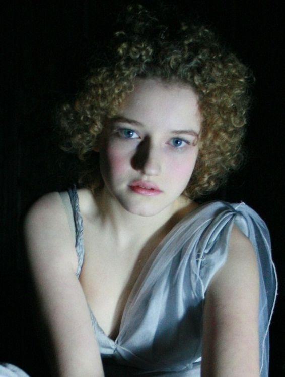 julia garner.jpg