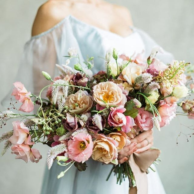The colours. The bouquet. I can't fault this! Major heart eyes emoji 😍😍😍 . . . . #repost from @festivalbrides originally featured on @ruffledblog floral design @earlyginny dress @leannemarshallofficial