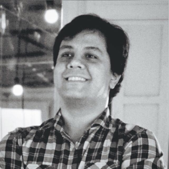 Arturo Valiente - PY   Emprendedor. Consultor en el ambito de la comunicaciòn. Director de innovaciòn de las agencias de comunicaciòn LAIKA y FELIX. Presidente del Cìrculo de Creativos del Paraguay. Docente universitario. Facilitador de procesos de innovaciòn.