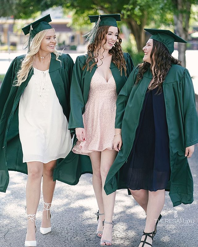 Ever wondered WHY we wear the super 'fashionable' gowns for graduation ceremonies — even in the Florida heat?! It's actually kinda funny since the purpose for them at early universities in Europe back in the 12th century was for WARMTH because they didn't have sufficient heating systems 😂  Congrats to the grads of Tampa bay! We hope you never stop learning — including random facts about our society's silly traditions 🤓 . . . . 📷: @theresamarie #classof2019 #graduation #tampabay #capandgown #nowtheyalwayssaycongratulations #graduation2019 #graduate #tampateens #graduationpictures