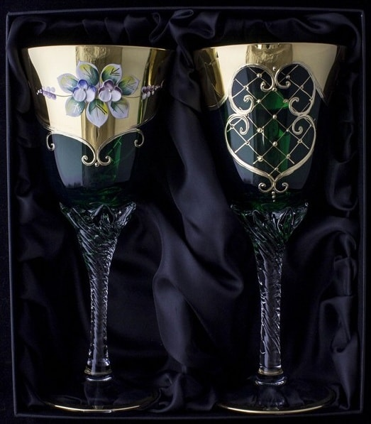 Hand decorated wine glasses – black