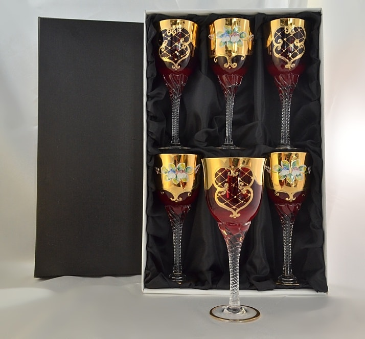Decorative crystal glasses of red pomegranate hand-blown glas