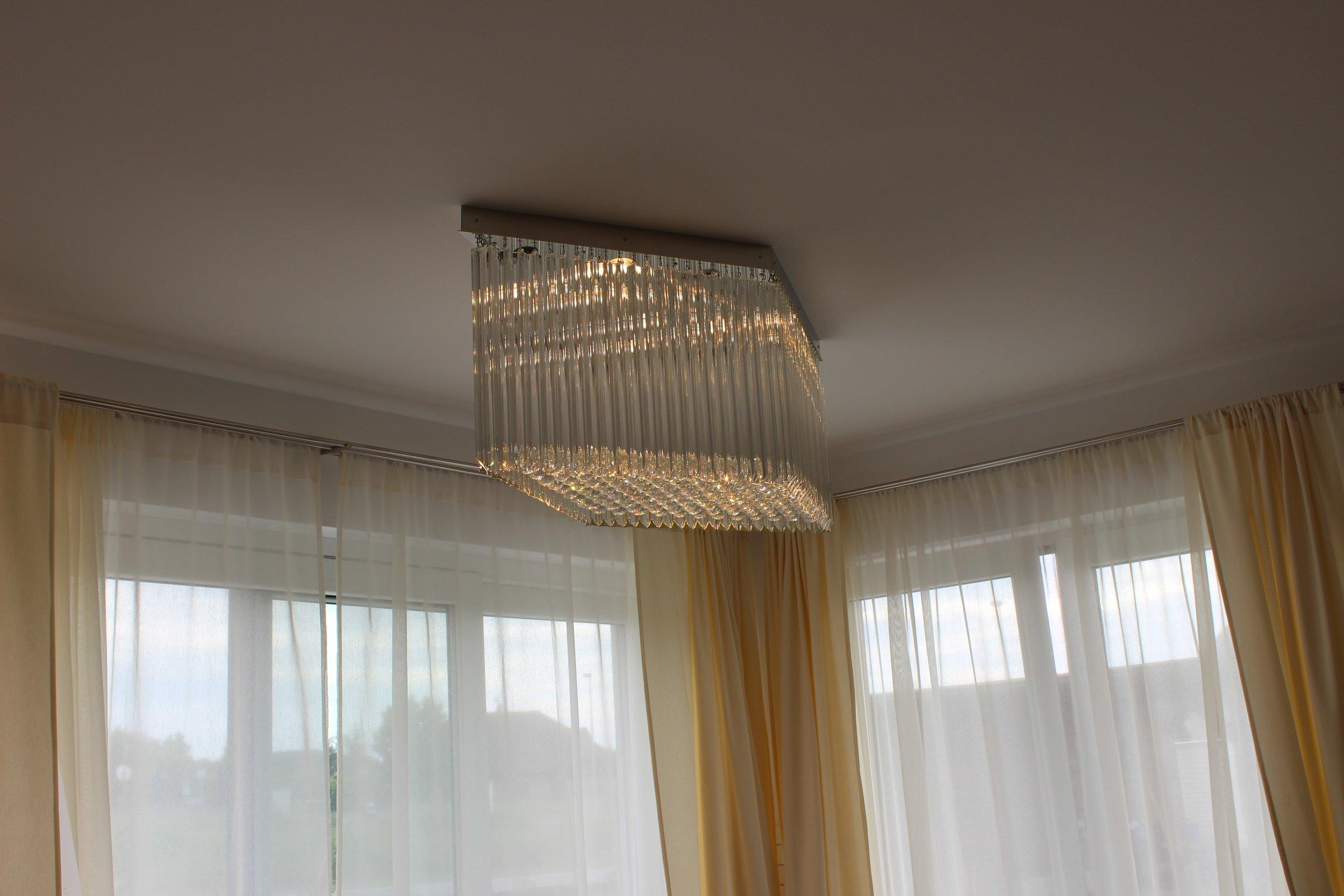 wranovsky_private_villa_chandelier_1-min.jpeg