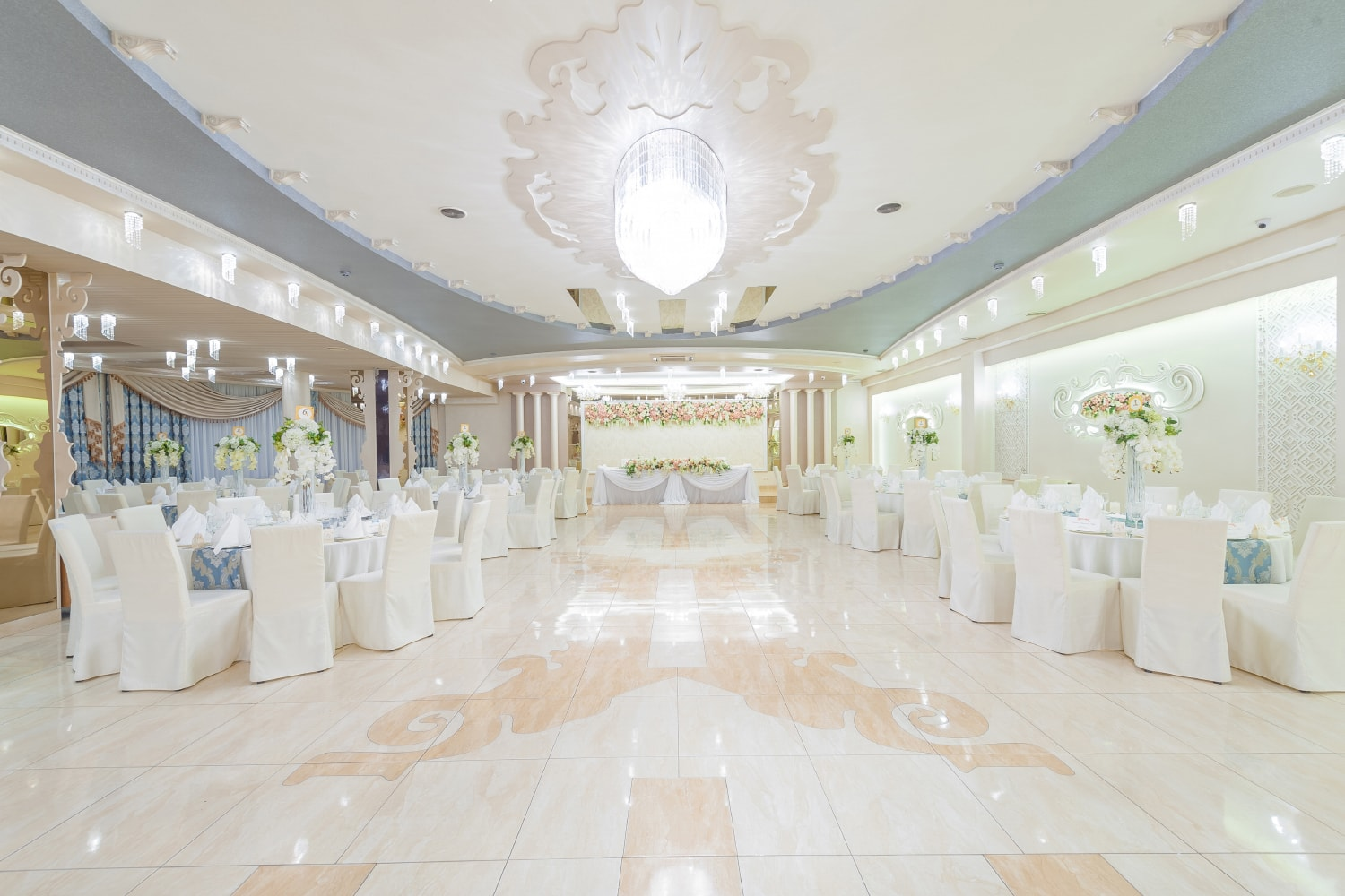 wranovsky-commercial-projects-crystal-chandeliers.jpg