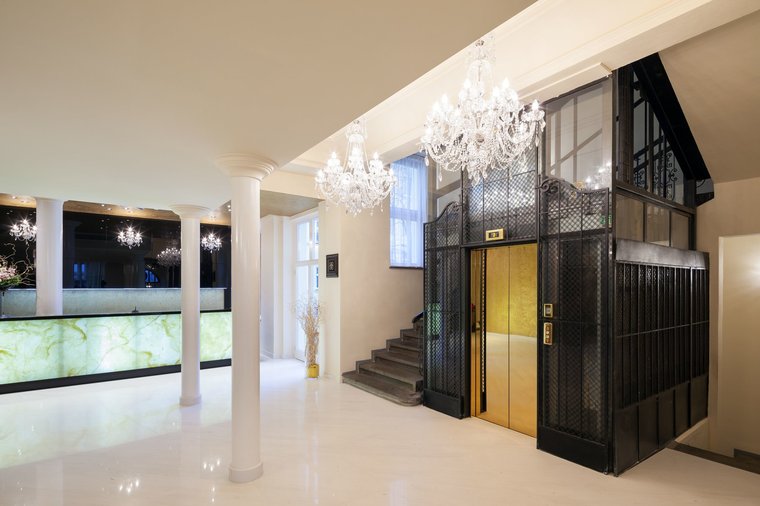 Hotel-King-David-Wranovsky-Crystal-Chandelier-4.jpg