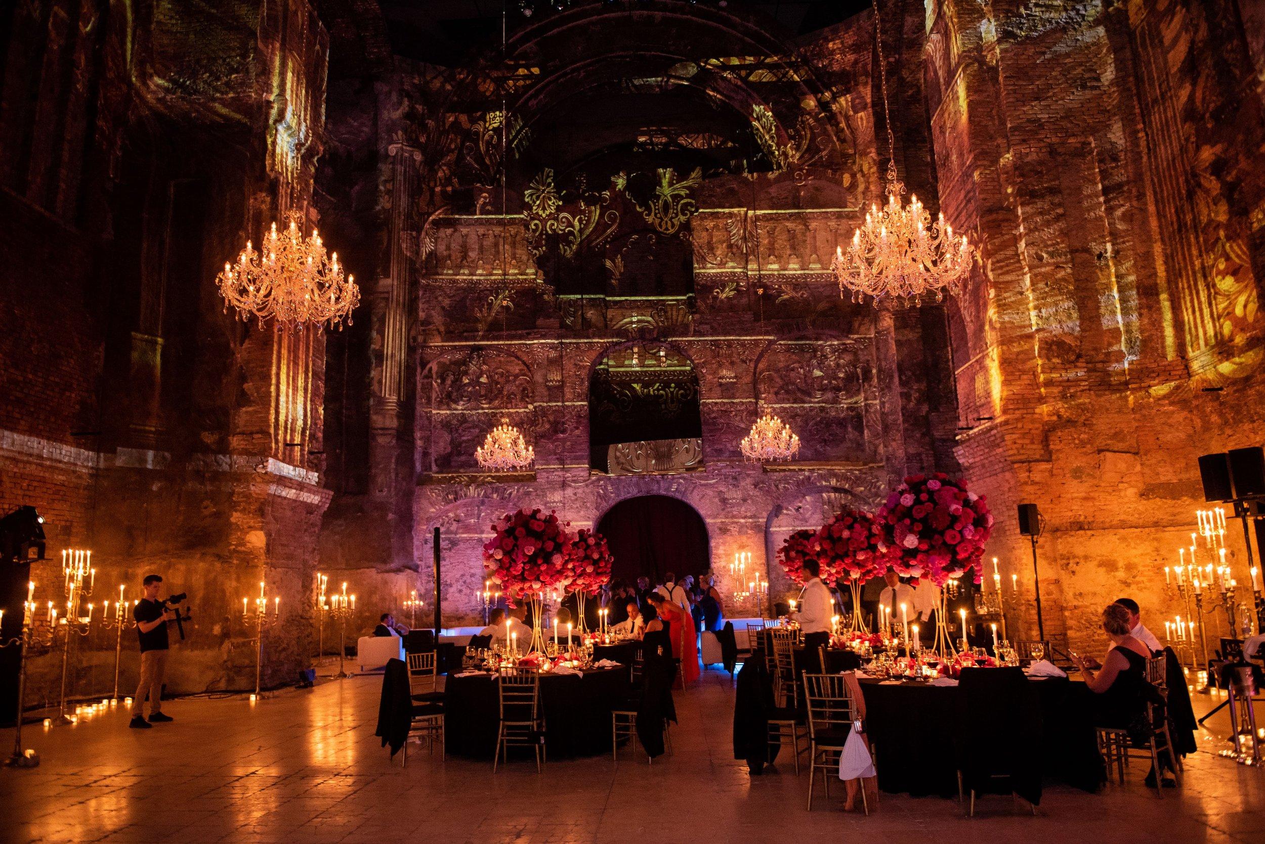 gala-dinner-wranovsky-crystal-chandelier.jpg