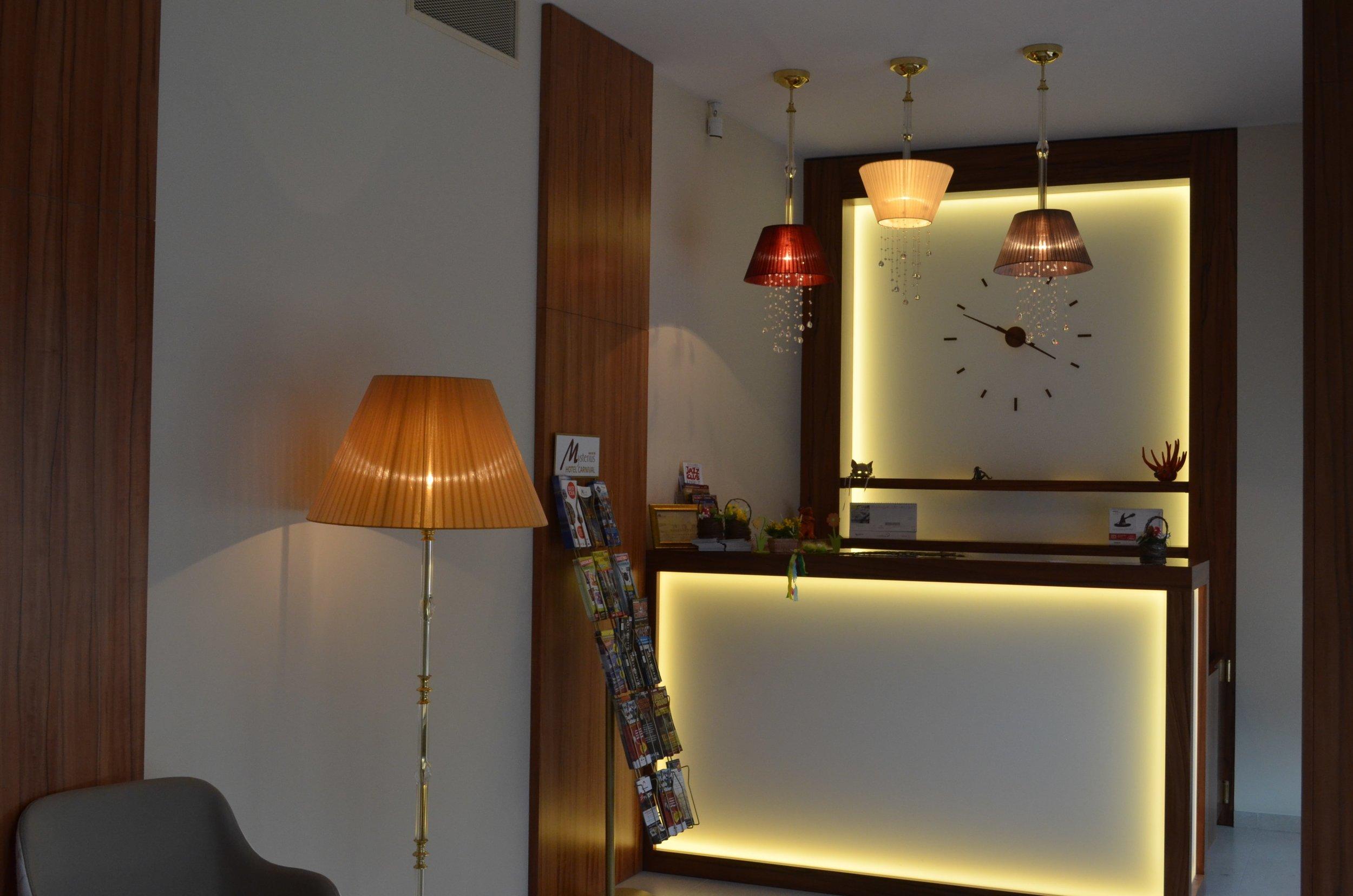 hotel-mysterius-wranovsky-crystal-chandeliers-3.JPG