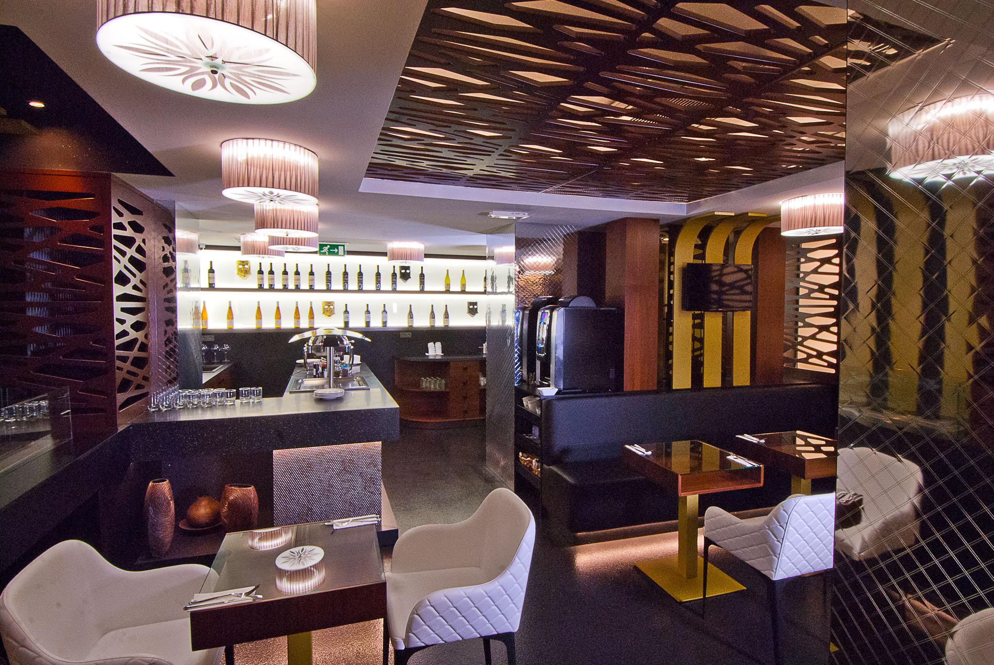 hotel-mysterius-wranovsky-crystal-chandeliers-6.jpg