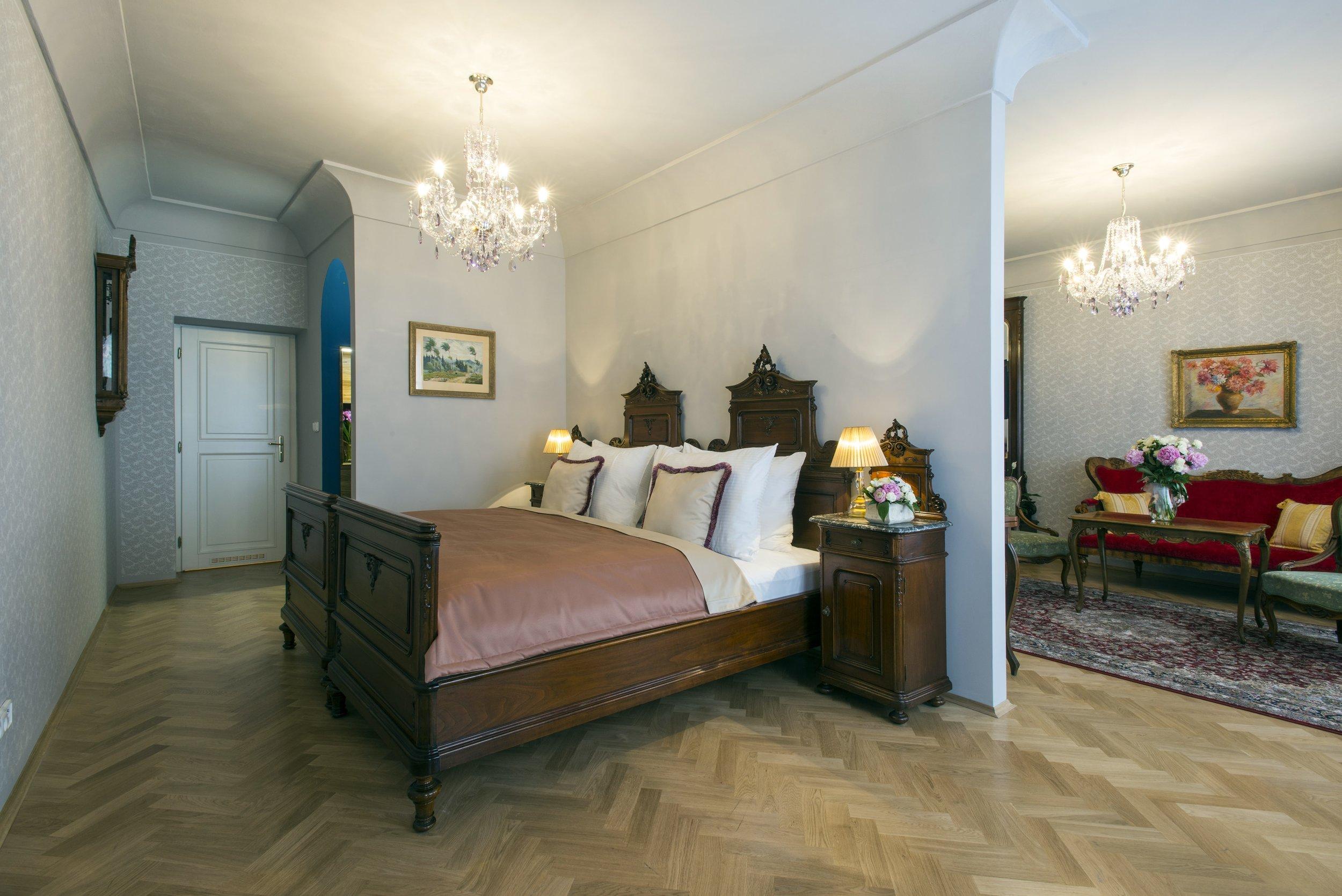 boutique-hotel-constans-wranovsky-crystal-chandelier-2.jpg