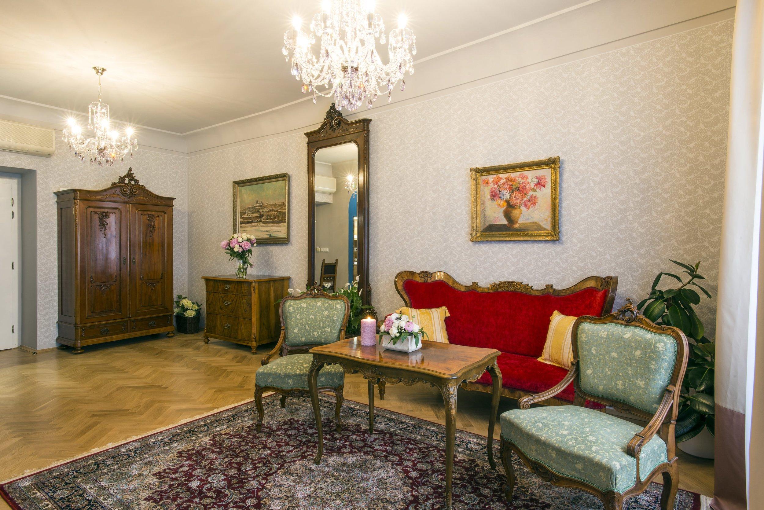 boutique-hotel-constans-wranovsky-crystal-chandelier-1.jpg