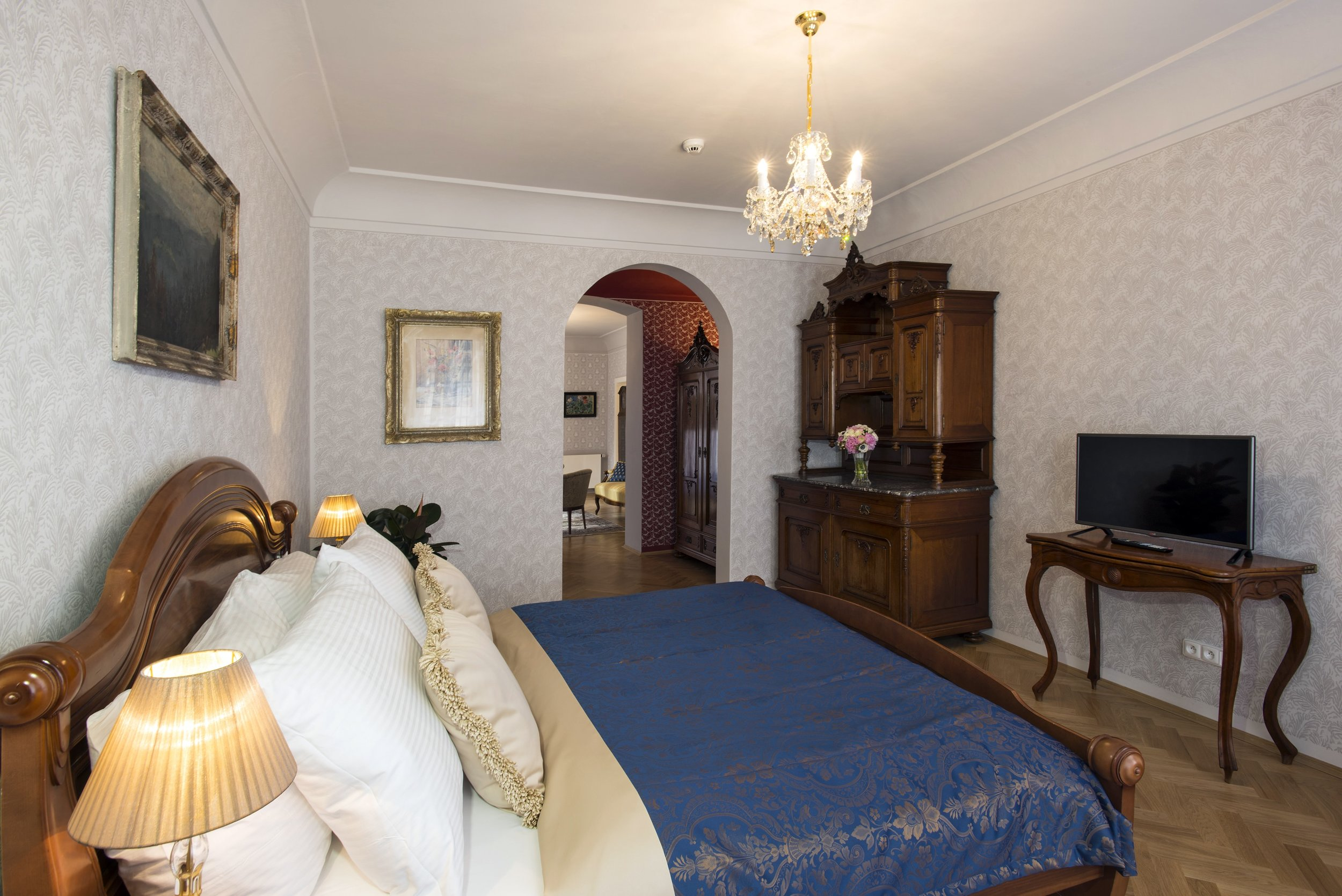 boutique-hotel-constans-wranovsky-crystal-chandelier-3.jpg