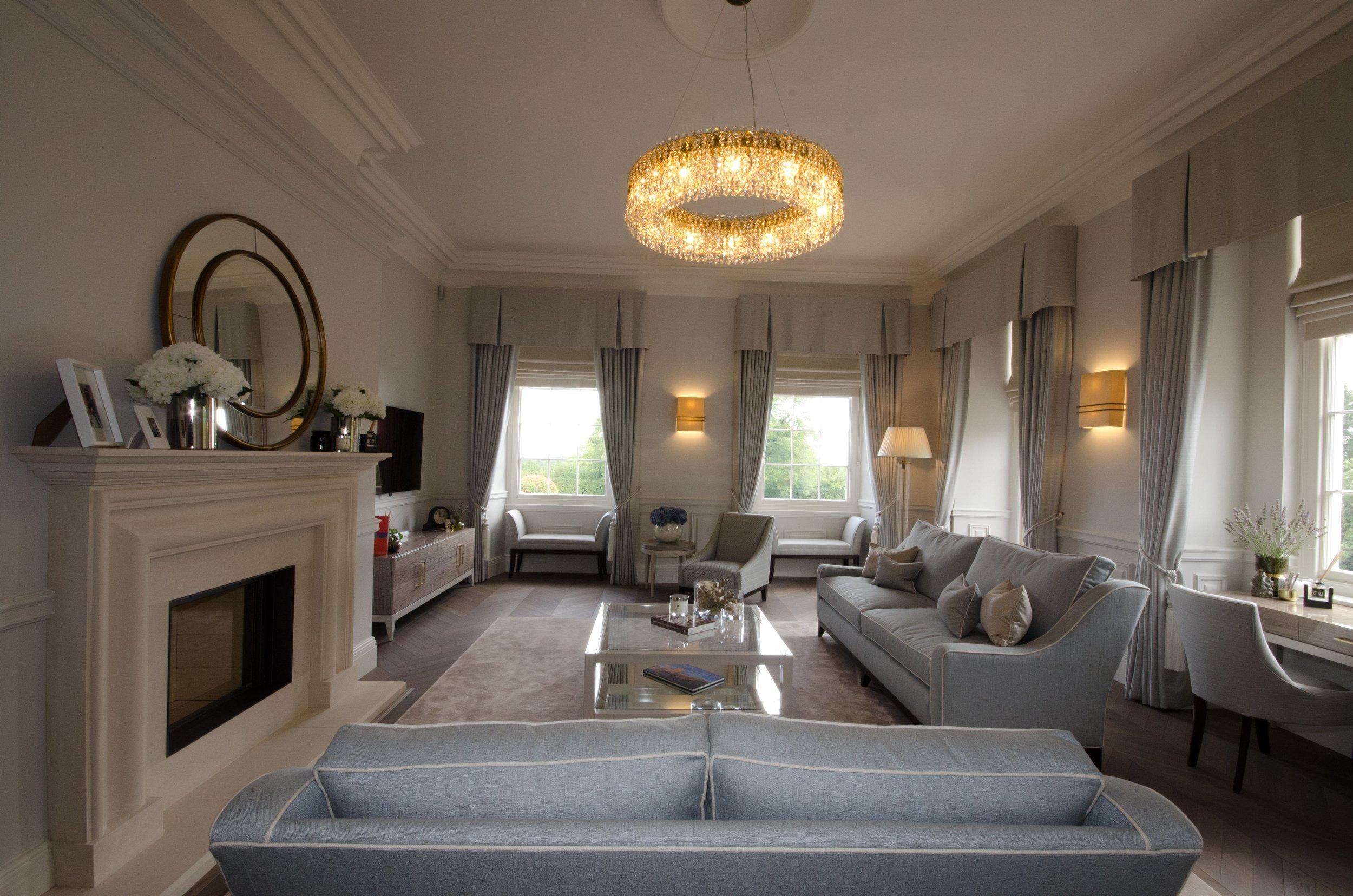 private-apartment-united-kingdom-wranovsky-crystal-chandelier-1.jpg